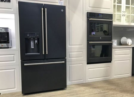 Холодильник GE Café Series в чёрном исполнении