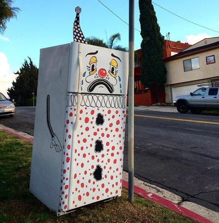 Грустные диваны и холодильники в исполнении Lonesome Town