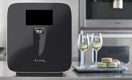 Кулер-диспенсер Plum сохраняет свежесть вин до 90 дней